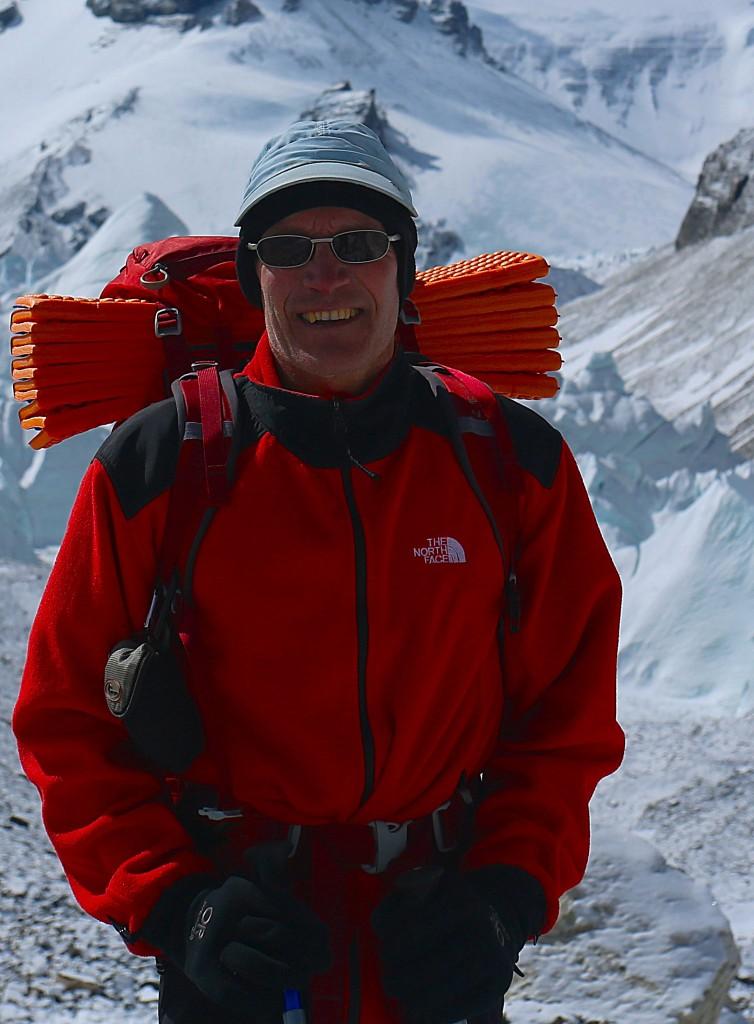 Bo Belvedere Christensen paa vej op ad Rongbuk gletsjeren